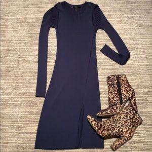 Never worn! Beautiful body con navy dress! ❤️